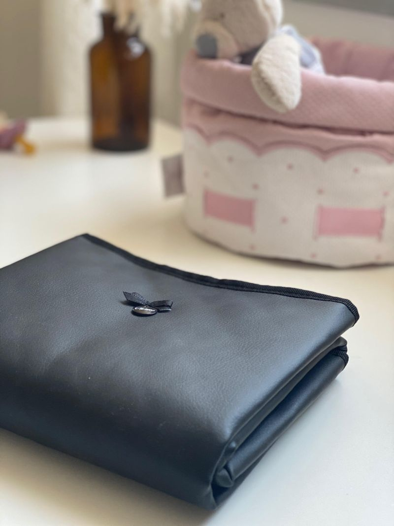 משטח החתלה- רב פעמי נייד - שחור